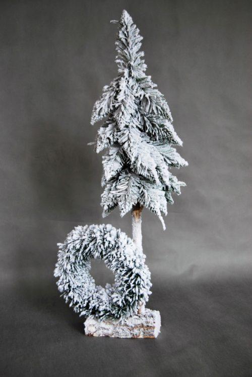 biała choinka z wiankiem dekoracja świąeczna