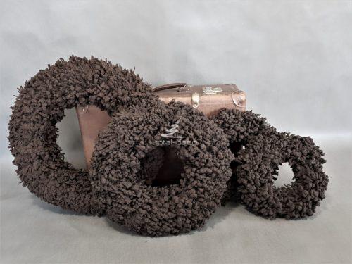 wianki brązowe w zimnym kolorze gożkiej czekolady ciężkie i solidne bardzo dekoracyjne