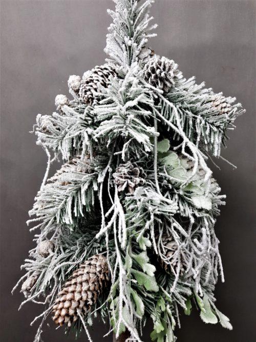 ośnieżona szadziowa choinka na pniu nowoczesna dekoracja wnętrz oryginalna ozoba świąteczna